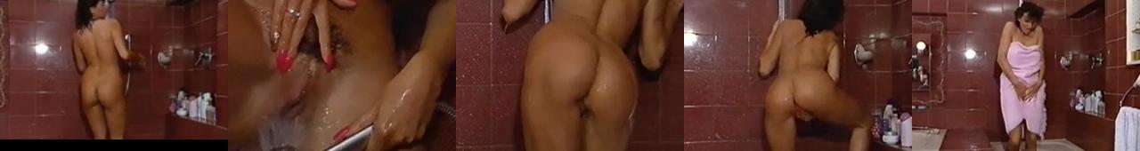 Teresa Orlowki masturbuje się pod prysznicem